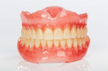 Акриловый протез - недорогой съемный зубной протез